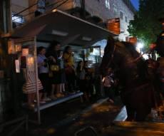 """הפגנה סוערת בכיכר השבת: מכת""""ז ופרשים"""