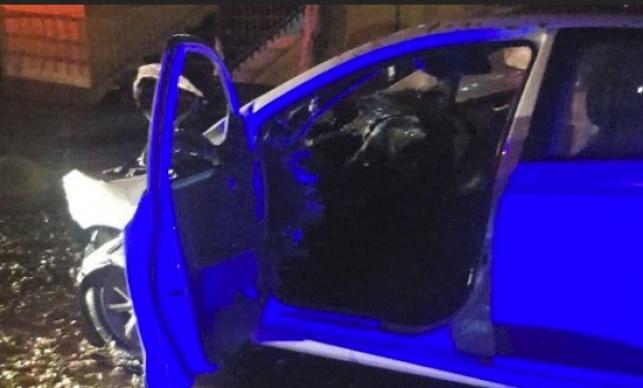 """רכבו של קצין השב""""ס, לאחר פיצוץ המטען"""