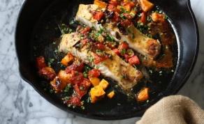 דג בס ברוטב עגבניות עם זיתים בנוסח פרובנס
