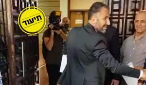 רון קובי מגיע לבניין העירייה, הבוקר