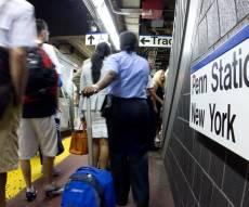 נוסעים בתחנת הרכבת 'פנסילבניה' שבניו יורק