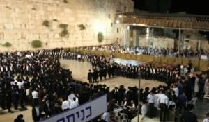 עשרות אלפים בתפילה וריקוד בכותל. תיעוד