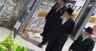 פפראצי: הרבי מגור מתהלך בירושלים