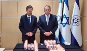 חגואל והרצוג ליד הנרות בטקס