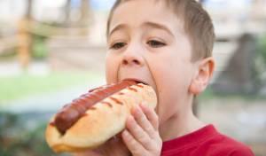 ילד לקה בדום לב לאחר נגיסת נקניקיה