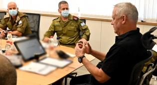 """גנץ: """"כוחות הביטחון פרוסים ומוכנים להגן"""""""