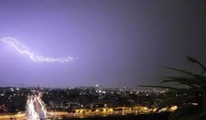 סופת ברקים מטורפת מעל שמי פתח תקווה
