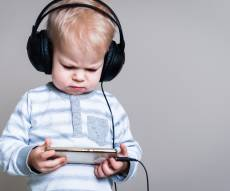 ילדים וטכנולוגיה (אילוסטרציה) - למה אנחנו כל כך מפחדים מהטכנולוגיה?