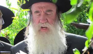 """הגאון רבי מרדכי גרוס. ארכיון - השוטר ויתר על הקנס - """"בזכות הרב גרוס"""""""