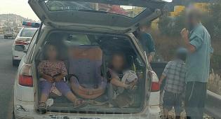 הילדים בתא המטען - השוטרים נדהמו: תשעה ילדים ברכב פרטי • צפו