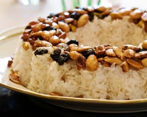 מתכון לאורז עם פירות יבשים מקורמלים (טנזיה)