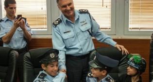 """המפכ""""ל והילדים - ובסגל הפיקוד של המשטרה: ילדים"""