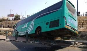 האוטובוס בתעלה - 15 פצועים בהתדרדרות אוטובוס לתעלה