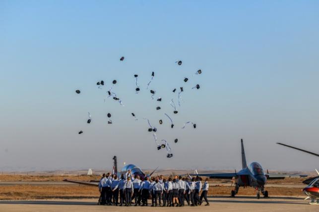 בוגרי קורס הטיס אתמול בחצרים בטקס המסורתי