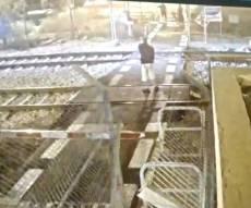 תיעוד: פרץ למסילה ויידה אבנים על הרכבת
