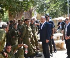 ראש הממשלה בסיור, עם המפקדים והכוחות
