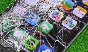 """אייפון מנותץ - המופת הספרדי: """"שבר את האייפון ומצא זיווג"""""""