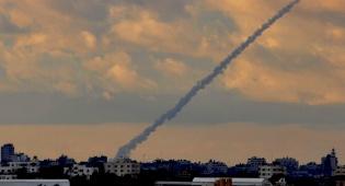 ירי מעזה לישראל. ארכיון - חמאס: נפנה את האש אל ישראל, נפתח בירי