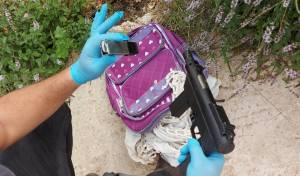 נשק מסוג 'קרלו' אותר בתיקה של בת ה-9