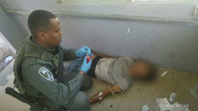 הפלשתיני מטופל במחסום