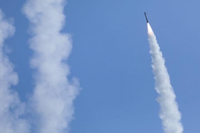 """""""שומר החומות"""": ישובי הדרום סופגים רקטות - צה""""ל תוקף"""