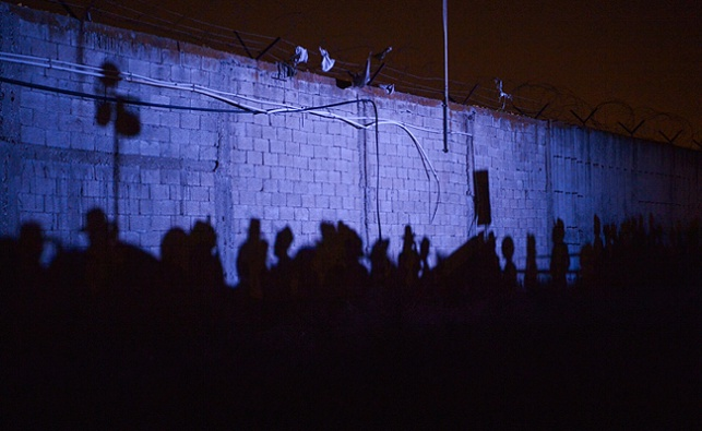 הפגנה ליד הכלא 4