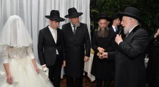 הרב אליעזר סורוצקין חיתן את בנו • צפו  בגלריה
