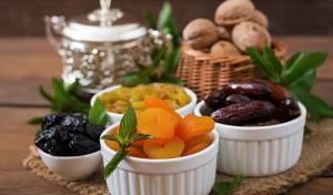 פירות יבשים ממתיקים את מנת הבשר. אילוסטרציה