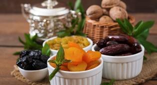 פירות יבשים ממתיקים את מנת הבשר. אילוסטרציה - מתכונים בריאים: רצועות הודו ופירות יבשים
