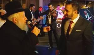 צפו: הרב טולדנו בדואט עם הזמר איציק אשל