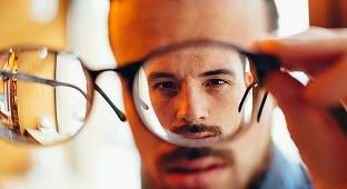 אילוסטרציה - הפתרון לקניית ומדידת משקפיים דרך הרשת