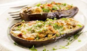 סירות חצילים במילוי גבינות ועשבי תיבול