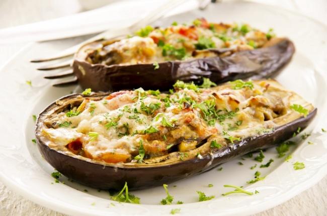 סירות חצילים במילוי גבינות ועשבי תיבול - סירות חצילים עם גבינות ועשבי תיבול