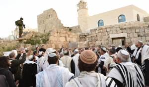 אחרי 4 שנים: תפילה בבית הכנסת העתיק
