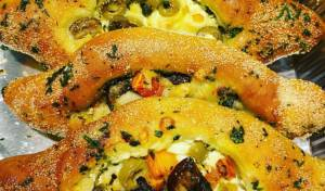 חצ'פורי: מאפה שמרים במילוי גבינות