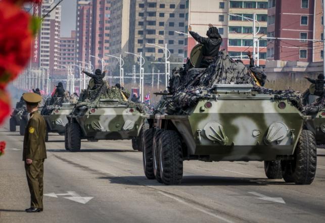 מצעד צבאי חגיגי בצפון קוריאה