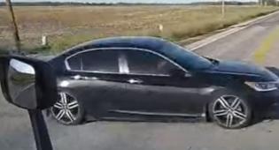 המכונית, כפי שתועדה במצלמת המשאית - פשוט נס: מכונית ניצלה מהתנגשות במשאית באוהיו