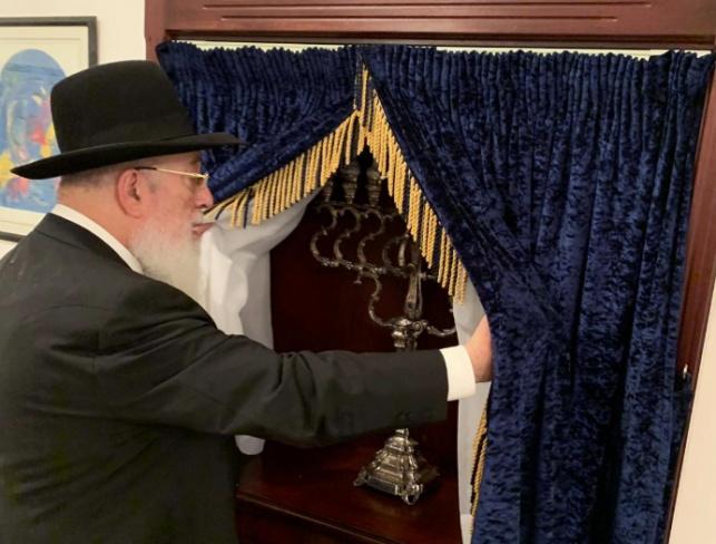 """הביקור של הראשל""""צ בבית הכנסת בבחריין"""