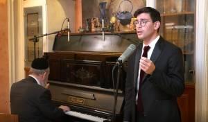 צפו: לייזר ברוק עם להיט ההגדה של קרליבך