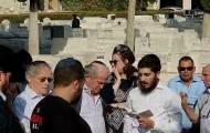 """תפילת אל מלא רחמים ע""""י חזן בית הכנסת הגדול אברהם קירשנבוים"""