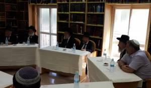הרבנים במפגש הפיסו