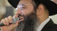 יוחאי כהן מבצע את הפיוט: אשיר לכבוד חברים