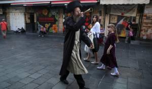 חברת מזהירי שבת: האנשים עם הצופרים ב'מחנה יהודה'