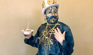 """ליפא שמלצר ל'כיכר השבת' - השמחה של ליפא שמלצר: """"להיות גבר"""" • צפו"""