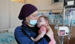האם מרים, גננת לגיל הרך במקצועה, נאלצה לעזוב את עבודתה ולהתמסר לטיפול בתינוקת