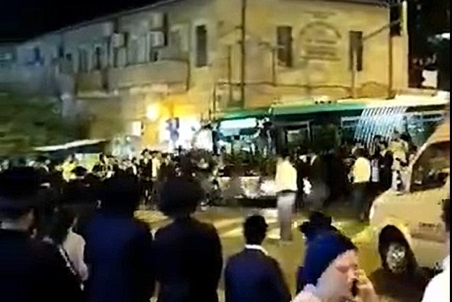 צפו: האוטובוס דהר אל המפגינים הקיצונים