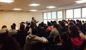 גב' קארין ברדה, מנהלת המח' לדוברי צרפתית בהרצאת מניעת התבוללות בתיכון בפריז
