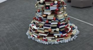 עץ האשוח שהוצב בספרית אוניברסיטת תל אביב