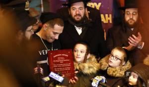 בהדלקה: שוטר שנפצע בניו ג'רזי קיבל פרס