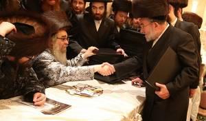 הרבי מסאטמר עם ר' יצחק רוזנברג
